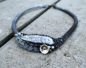 Orthoceras Minimalist - beadwoven/beadcrochet necklace
