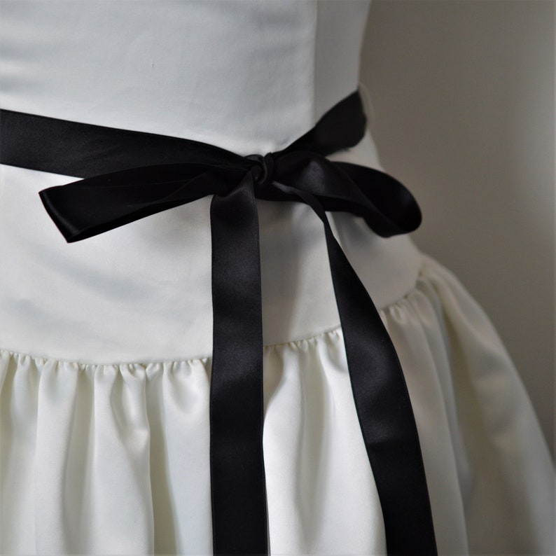 Black Formal Dress by Jessica McClintock for Gunne Sax Boning Prom Lace Trim Size 34 Tie Waist Vintage 80-90s Drop Waist Off White