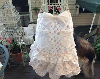 ruffled apron