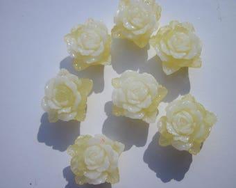 3 resin flowers two-tone sticking bottom 15 mm - 20mm flower