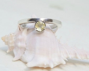 95% silver ring with natural yellow sri lanka sapphire