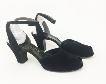 1af587b3bffac5 Vintage 1930s 1940s Black Suede Peep Toe Shoes Heels Sandals 8