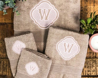 Bathroom Decor, New Home Gift, Bath Towels Personalized, Monogram Bathroom Set, House warming Gifts, Monogrammed Towels, Bath Mat