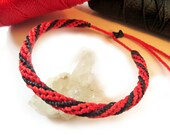 Red & Black Friendship Bracelet/Bohemian/Spiral Wristband Handmade/Woven/Braided with Wax Strings. Adjustable sliding knot. Réf.FPnoirourou