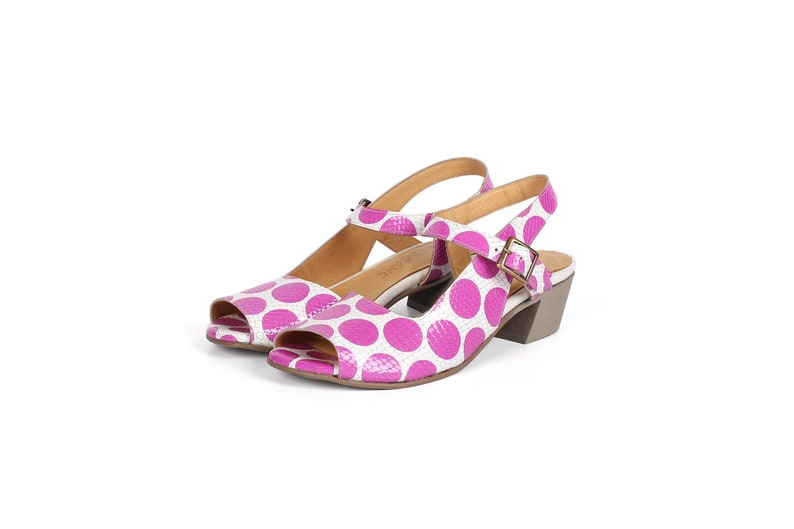 women/'s Leather sandals low heel open toes with geometric cutout