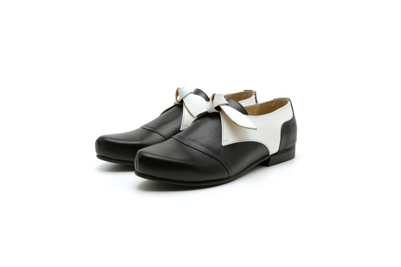 1cc80fe35c3df Women's slip on shoes black and white leather flat pointy shoes without  laces