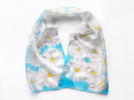 Peint à la main de Marguerite foulard en soie pure soie   Etsy b4edd8302d2
