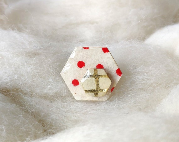 Laser cut wood and paper brooch - Hexagonal wood shape - Red polka dots on egg shell beige rice paper - Gold checks origami paper pin's