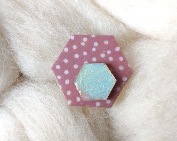 Hexagon brooch - Laser cut wood and origami paper - Leaves on grey pink paper, gold check pattern