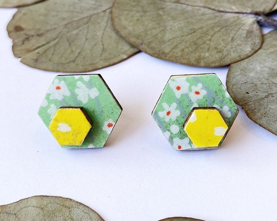 Cute hexagon earrings - Laser cut wood and colorful origami paper - white daisy and illuminating yellow