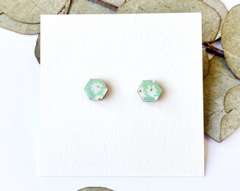 Cute hexagon earrings - Laser cut wood and colorful origami paper - White daisy on mint green paper
