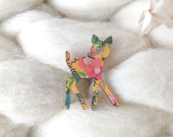 Fawn brooch - Laser cut wood and origami paper - Pink, white and gold