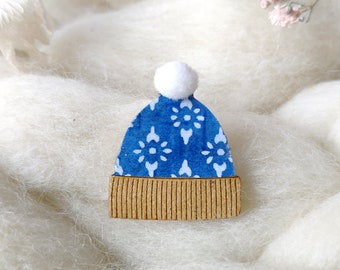 Cute Beanie brooch - Winter hat pin's - Soft white synthetic pompom - Genuine origami paper - Laser cut wood - Snow cap