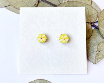Cute hexagon earrings - Laser cut wood and colorful origami paper - White daisy on illuminating yellow paper