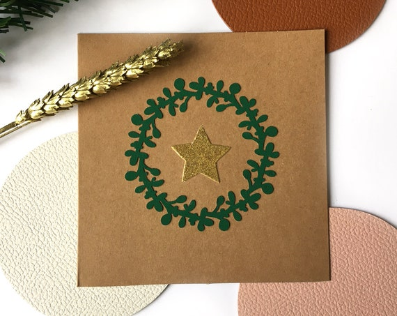 Double kraft greeting card - Holiday stationery - Cut-outs of papers in the shape of a green Christmas wreath and a strawed golden star