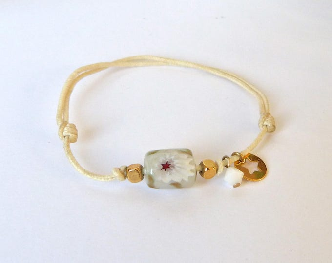Bracelet with a glass bead with flower design - White Swarovski cristal - gold platted star and square beads - Beige adjustable lacing