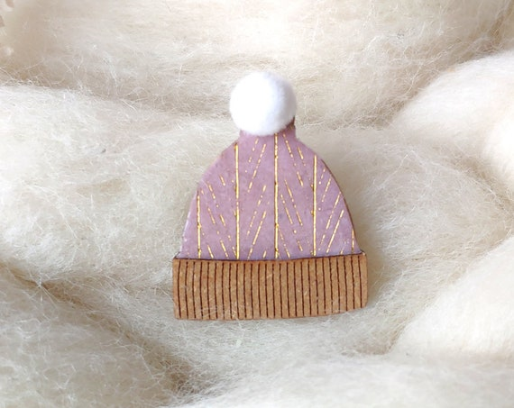 Winter is coming beanie brooch - Winter hat pin's - Soft white synthetic pompom - Pink and shiny gold paper - Laser cut wood - Snow cap