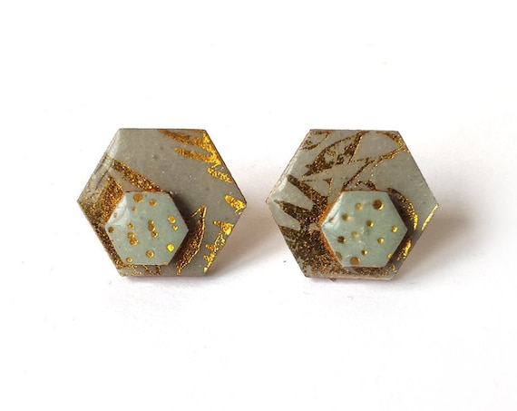 Cute hexagon earrings - Laser cut wood and colorful origami paper - Gold patterns on mint