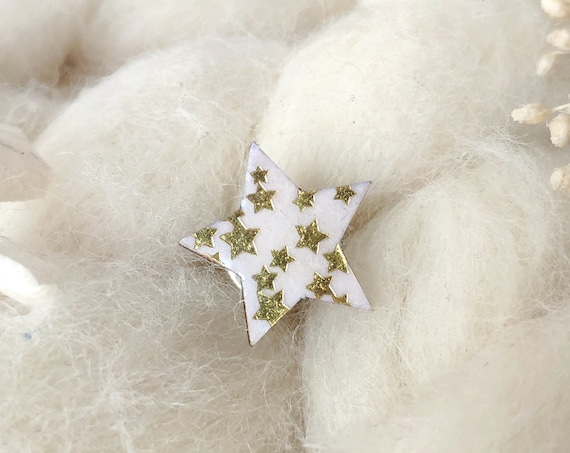 Star pin - Laser cut wood and paper - Stars jewellery - Gold stars pattern on white paper