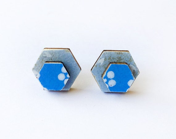 Cute hexagon earrings - Laser cut wood and colorful origami paper - White and gold flowers on light or bright blue