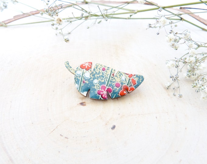 Tropical leaf - Wood and paper brooch - Origami rice paper and laser cut wood - Green gold pink red flowers patterns - Leaf pin paper brooch