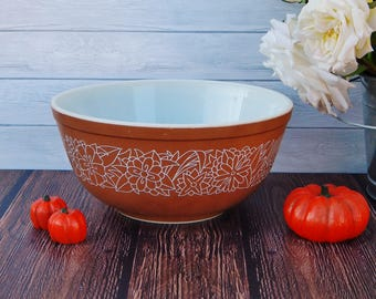 Vintage Pyrex Woodland Mixing Bowl 2.5 Qt Brown Color with White Flowers, Pyrex 403 Woodland Bowl, Country Farmhouse Retro Kitchen