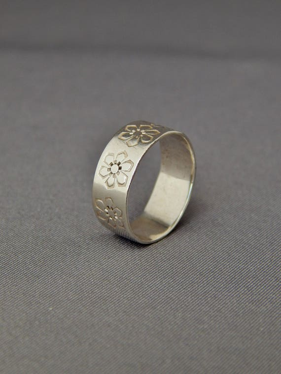 size 6  M1 vintage sterling silver wide band ring with large floral designs