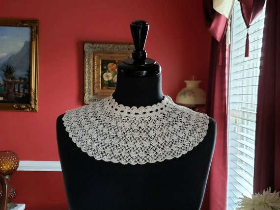 Antique Lace Collar, Exquisite White Handmade Lac… - image 1