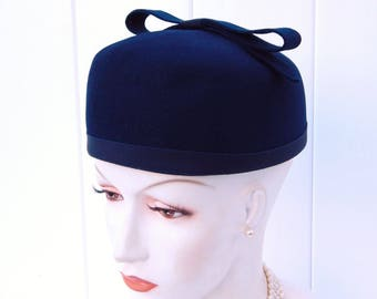 Vintage Hat Pillbox Navy Blue Fur Felt, Navy Blue Brimless Toque Hat with Large Bow, 1950's Pillbox Hat Genuine Fur Felt
