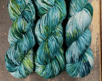 Sock Yarn, Hand Dyed, Speckled, Superwash Merino Nylon Fingering Weight 100 g, Staple Sock - Float On *In Stock