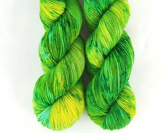 Sparkle Sock Yarn, Hand Dyed, Speckled, Superwash Merino Nylon, Fingering Weight, Pixie Sock 100 g / 438 yds  - Cauldron Bubble*In Stock