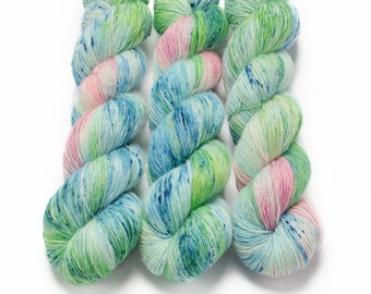 Fingering Yarn Singles Hand Dyed, Specked, Superwash Merino, Fingering Weight Hand Dyed 100g, Shire Singles - Water Lily *In Stock