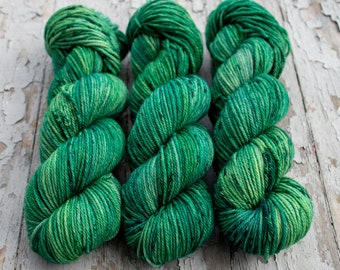 Worsted Weight Yarn, Hand Dyed, Speckled, Superwash Merino, Hand Dyed Yarn 100 g/218 yds, Worsted Yarn- Emerald *In Stock