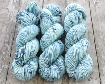 MCN DK Yarn, Speckled Hand Dyed, Superwash Merino Cashmere Nylon, Double Knitting, Bliss MCN dk, 100g 231 yds - Ripped Jeans *In Stock