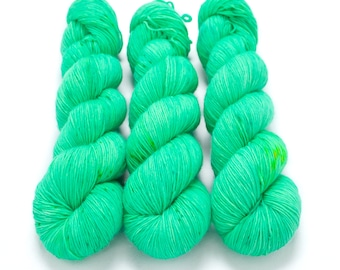 Fingering Yarn Singles Hand Dyed, Semi Solid, Superwash Merino, Fingering Weight Hand Dyed 100g, Shire Singles - Glow Stick *In