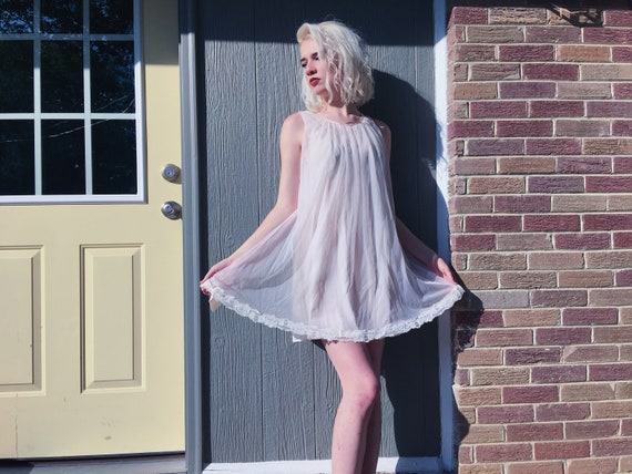 Vintage 60s pale peach mod babydoll night gown