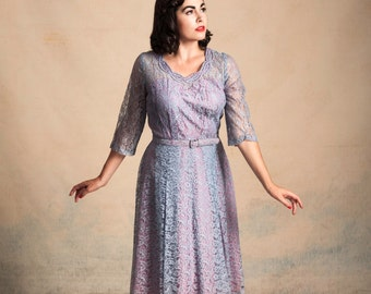 Vintage 1950s blue and lavender lace dress / neckline detailing / pleated skirt / matching belt / pinup / size L