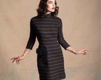 Vintage 1950s knit dress / unique fringe pocket / forest green with purple stripes / hourglass / dolman sleeves / size S