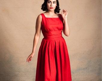 Vintage 1950s red grosgrain taffeta party dress / cummerbund style gathered waist / square neckline / full pleated skirt / size M