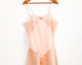 Vintage 1930s Marshall Field & Company pink satin and lace teddy / slip / rosette detailing / bias cut / deco / size S