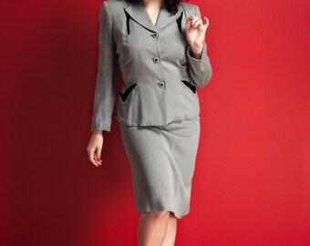 """Vintage 1940s dove grey gabardine suit / black velvet accents / sharp shoulders / """"V"""" pockets / covered buttons / film noir / size S/M"""