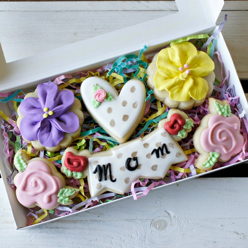 Mother S Day Sugar Cookies Ready For Gift Giving Flower Sugar Cookies Mothers Day Floral Cookies Kate Spade Cookies