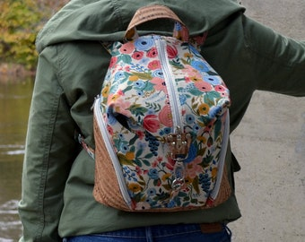 PRÊT-A-PARTIR Cotton bag with floral motifs and natural cork. Backpack, Cork leather base, Vegan, eco-friendly