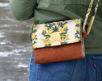 COMMANDE Cotton bag with a golden pineapple motif and flowers and cognac cork. Backpack, Cork leather base, Vegan, eco-friendly