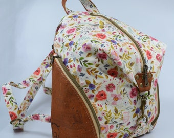 SEE TO DE COTTON bag with a floral pattern on an off-white background, cognac cork. Backpack, Cork leather base, Vegan, eco-friendly