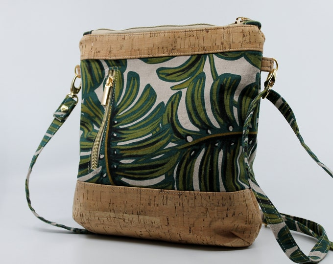 COMMANDE Sat in sturdy cotton patterned with leaves, gold and green. Cork leather base, Vegan, eco-friendly