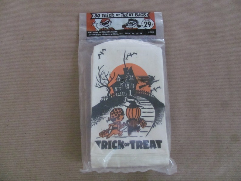 1960/'s Gay-Gem Products Halloween Candy Treat Bags NOS Package of 30 Halloween Bags Vintage Halloween Treat Bags Halloween Decor