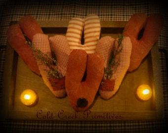 Primitive Valentines  Heart Ornies / Bowl Fillers/Tucks Set of 6