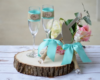 Mr and Mrs glasses and cake knife set, teal wedding cake serving set, Bride and groom flutes and tableware custom ribbon colors