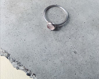 Rose quartz stackable ring - wedding - bridal - hammered ring - minimalist jewelry - everyday style - dainty accessories - millenial pink